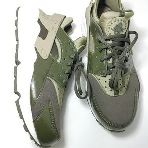 Nike Huarache Elite W Olive satin leather shoe